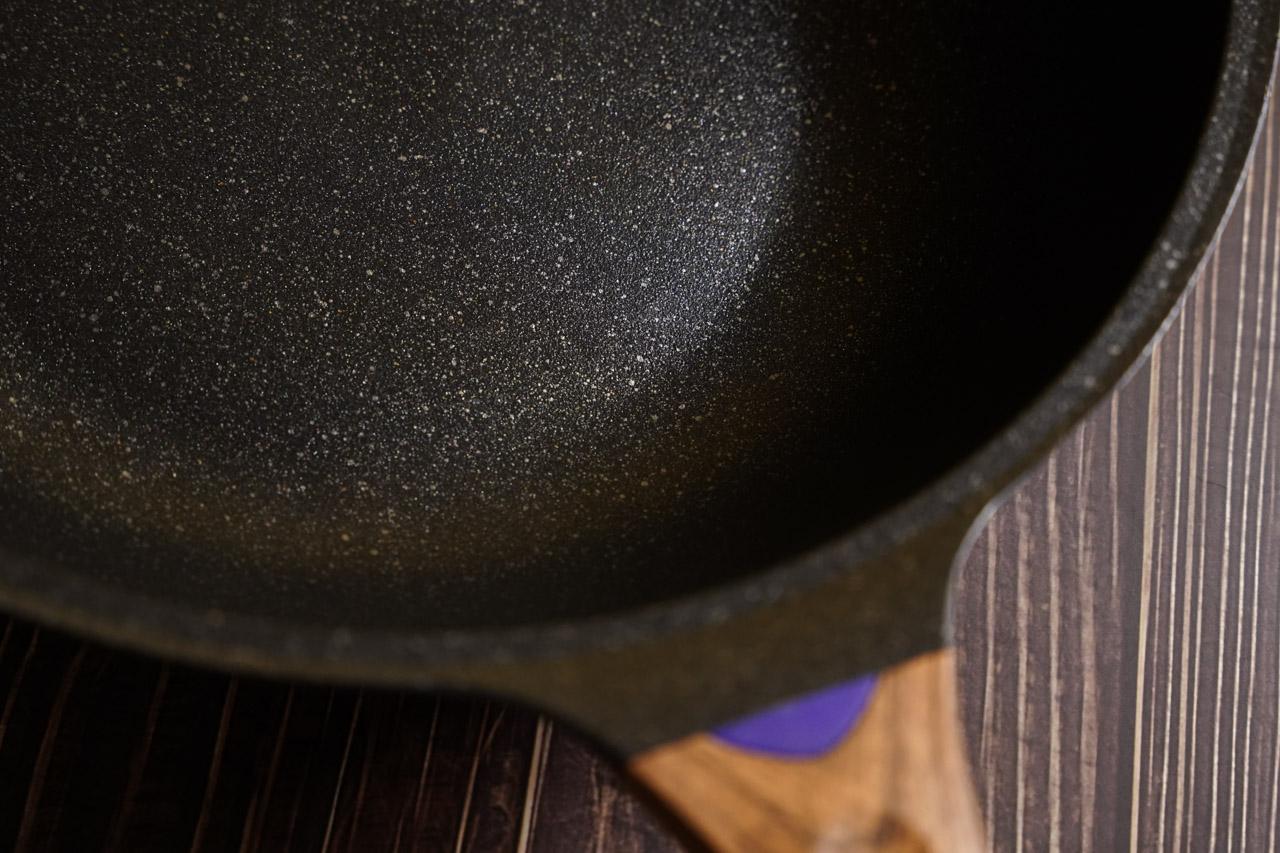 【開箱】少油煙救星,美味料理好幫手|總舖師 日本大金麥飯石塗層34公分不沾鍋炒鍋ZPS-34M/六層壓鑄鍋體/一體成型/不挑爐灶/不沾好翻炒 10