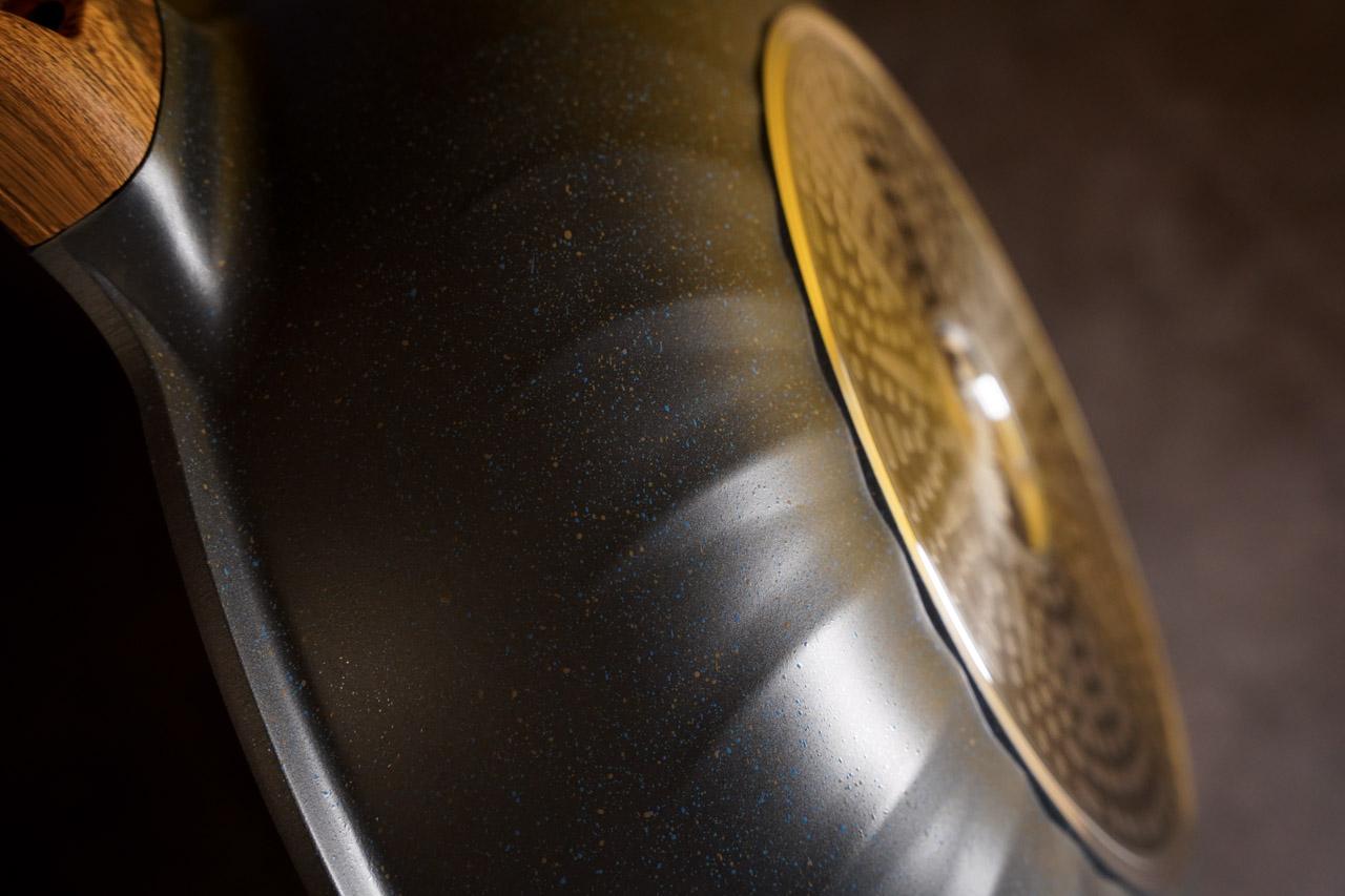 【開箱】少油煙救星,美味料理好幫手|總舖師 日本大金麥飯石塗層34公分不沾鍋炒鍋ZPS-34M/六層壓鑄鍋體/一體成型/不挑爐灶/不沾好翻炒 11