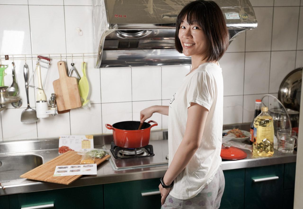 最近發現 樂煮 Let's Cook,有提供生鮮食材箱訂購服務,輕鬆完成樂煮餐,肚子的五臟廟要顧好顧滿,現在多了一項解決方案,只要提前訂購就可以在指定時間收到,裡面都是準備好的懶人料理包而且是食材原型,省去採購晚餐食材的時間,健康又安心。