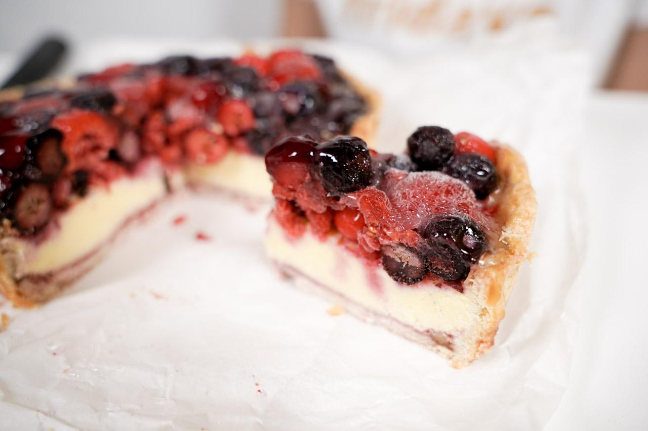 一間台中的起司蛋糕店研發了乳糖不耐症也可以吃的乳酪蛋糕,它還是重乳酪,於是就有了「水母吃乳酪」,要吃也超方便,訂購宅配就可以。