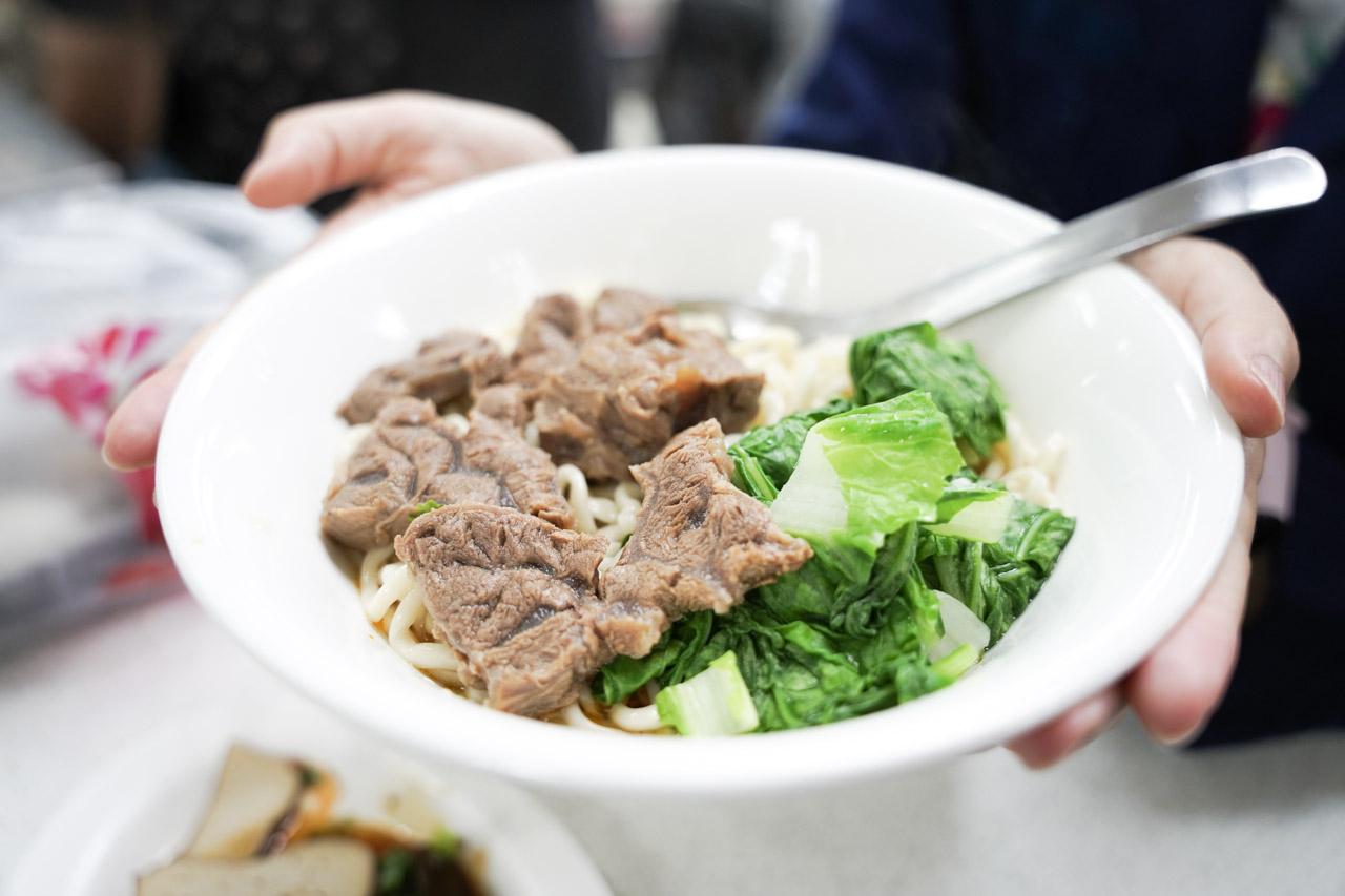 【天母美食】岳家小館,來士東市場必吃|鮮蝦餛飩超大顆|牛肉乾拌麵超好吃5