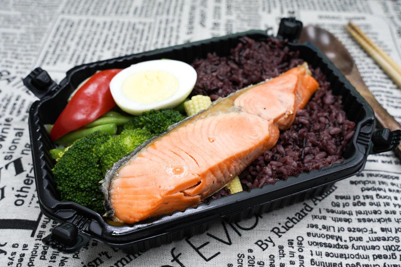 網路上大受好評的訂便當系統「家常範低GI私廚」低卡舒食健康餐盒,來個無麩質餐點健康舒肥餐也不錯!