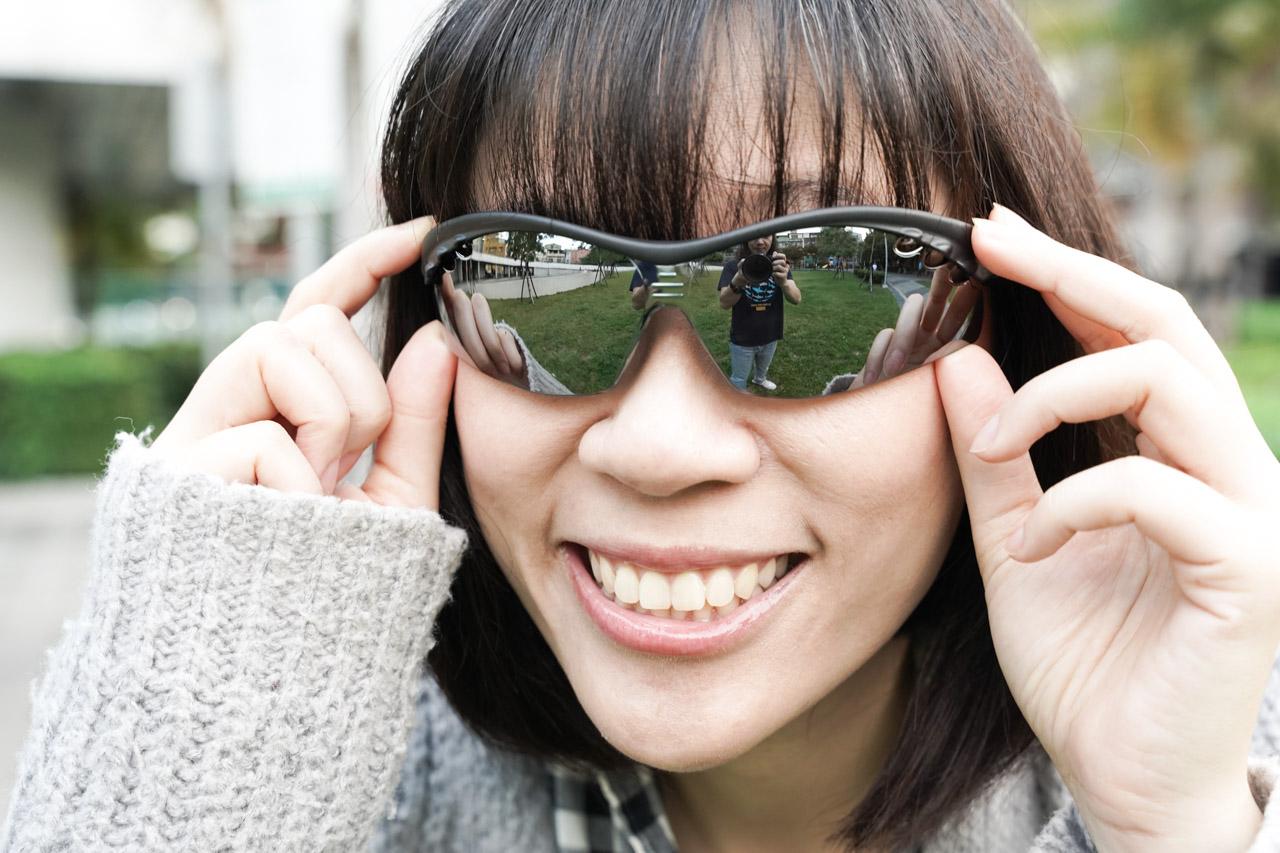 用非常低廉的價格就可以得到高檔舒適的佩戴體驗,「ACEKA運動太陽眼鏡」C/P值算很高了,跟我的大餅臉型完美貼合,特別設計的舒適柔軟鼻墊,讓我長時間配戴鼻子也不會發疼,還以甚麼好挑剔的呢?