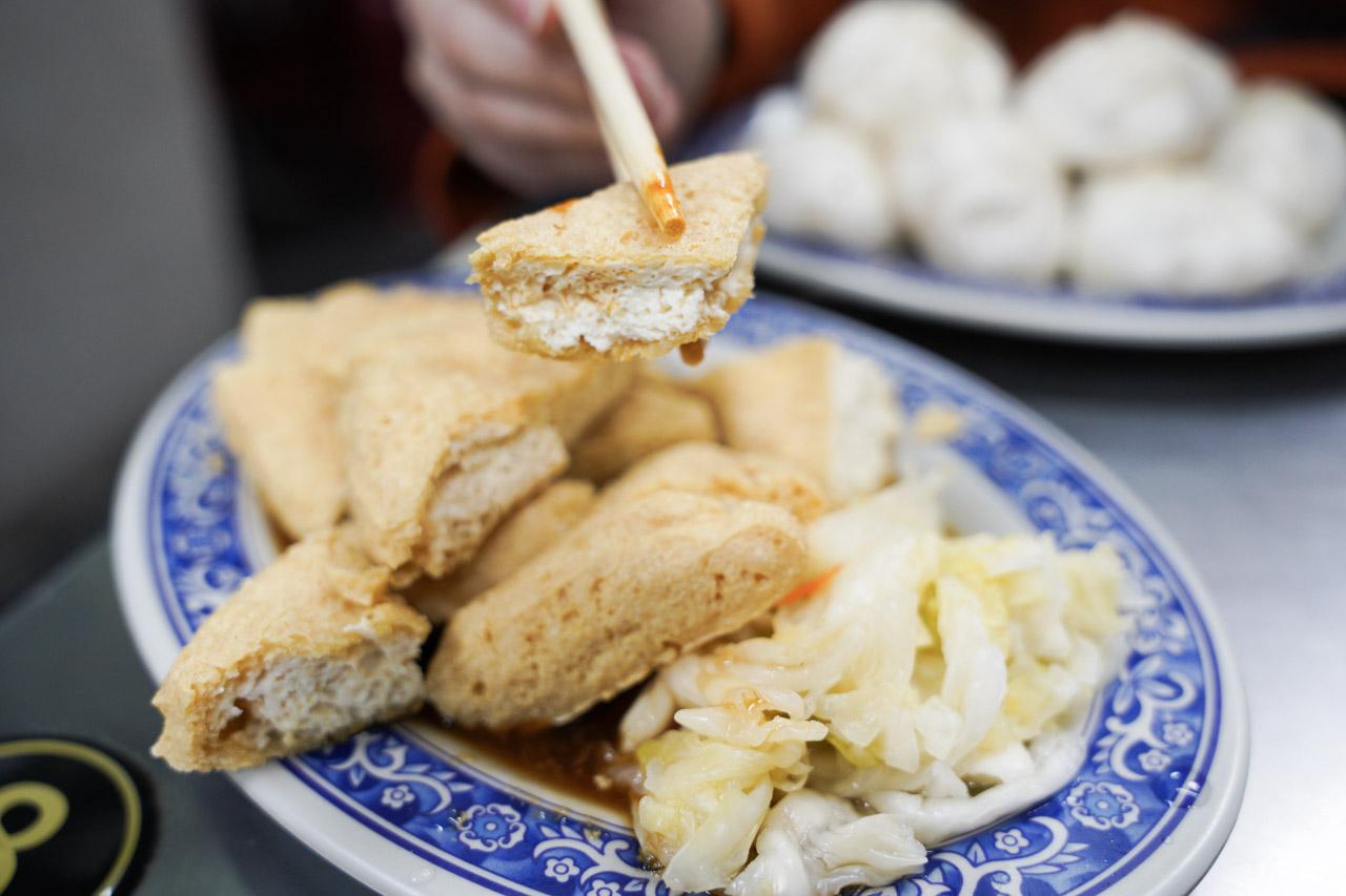 整體來講「板橋小籠包」的爆漿小籠包我還蠻喜歡的,味道不錯吃起來非常順口,以板橋美食或是湳雅夜市推薦美食來講它會是我的名單之一。