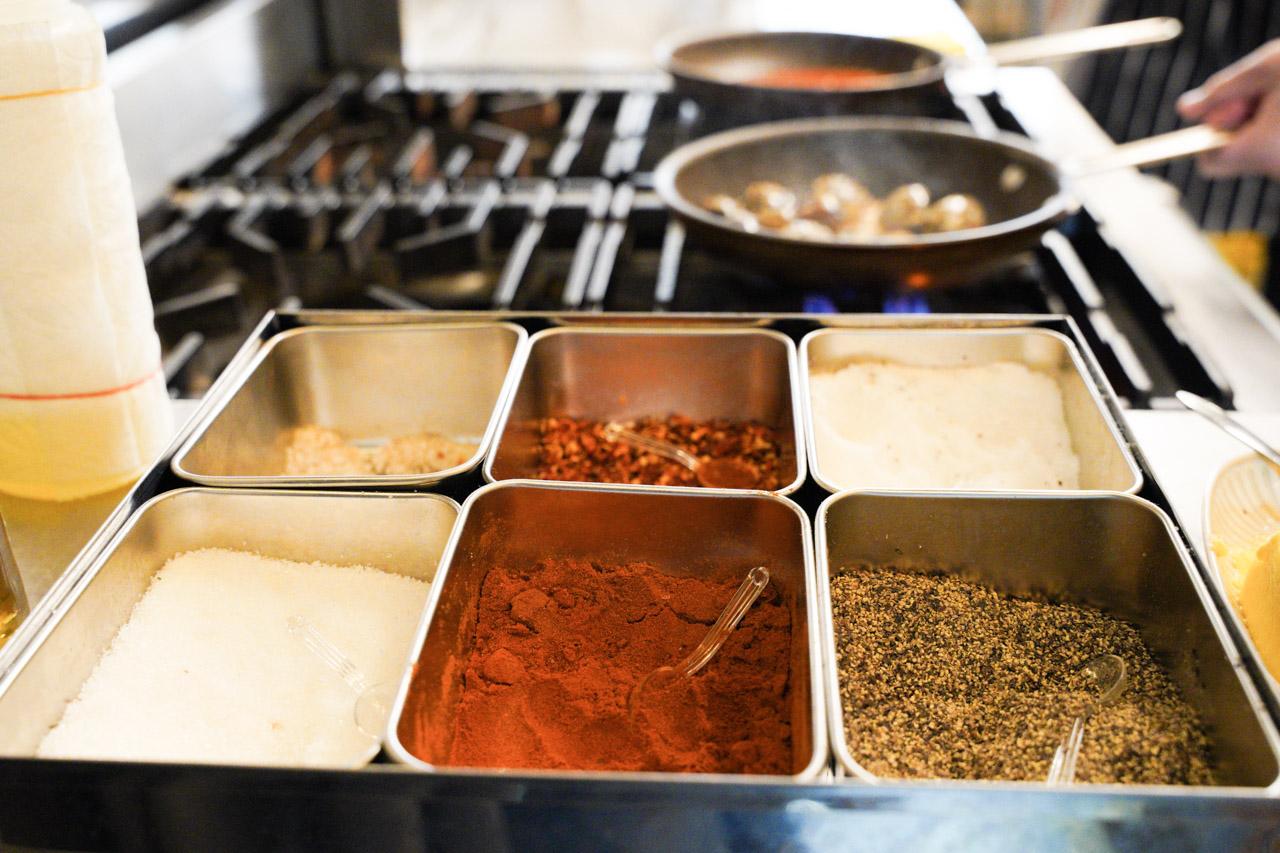 坐落於市民大道旁的康帕斯義麵屋,餐點部分可以感受到老闆的用心與細心,在身為職人堅持之下,各種食材都是嚴格挑選過,以新鮮健康為第一優先。