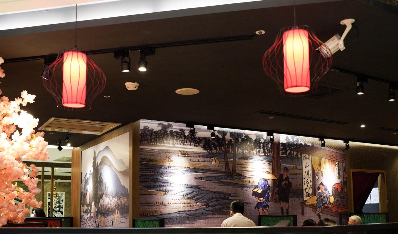大河屋是一間結合日式居酒屋與屋台料理精神的日式餐廳,用日本燒肉職人的精神,嚴選新鮮食材,以獨門燒肉醬汁調製的大河屋燒肉丼飯廣受好評的,並搭配多款酒食串燒,沒想到在今天天母的大葉高島屋也開了一間分店,趁這機會來試吃看看!