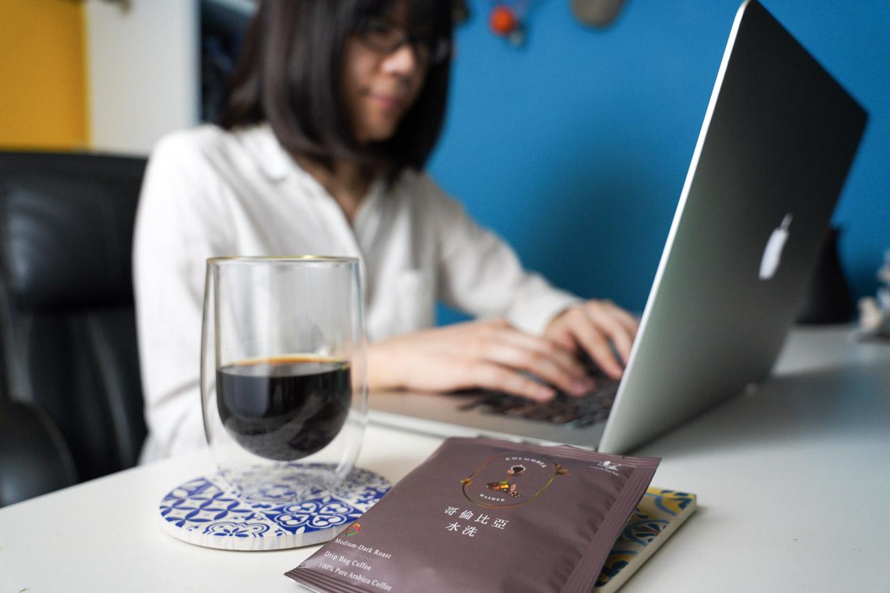 這次開箱試喝的是湛盧單品咖啡「湛盧莊園系列」,一共有三種風味:耶加雪啡、薇薇特南果、哥倫比亞,都是濾掛沖泡方式,卻又有著最豐富、頂級的口味與香味,一次滿足品飲者對咖啡的各種想像!