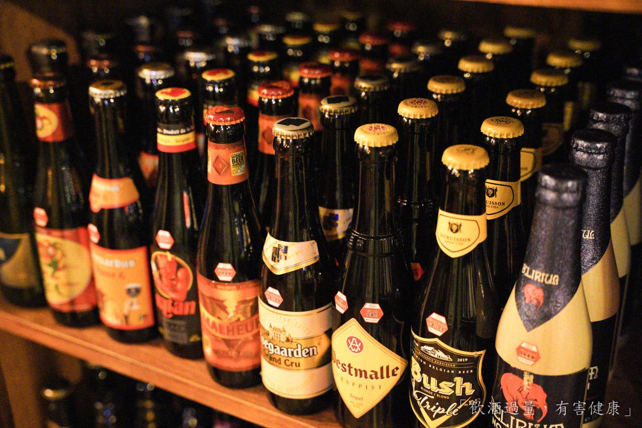 ABV世界精釀啤酒餐廳打造的【ABV美式餐酒館】,想要呈現的整體風格,是那種很道地的美國的味道,同時也是一間世界精釀啤酒餐廳,藉由超過300種以上的精釀啤酒與道地美國傳統美食組合,下班小酌最佳選擇。