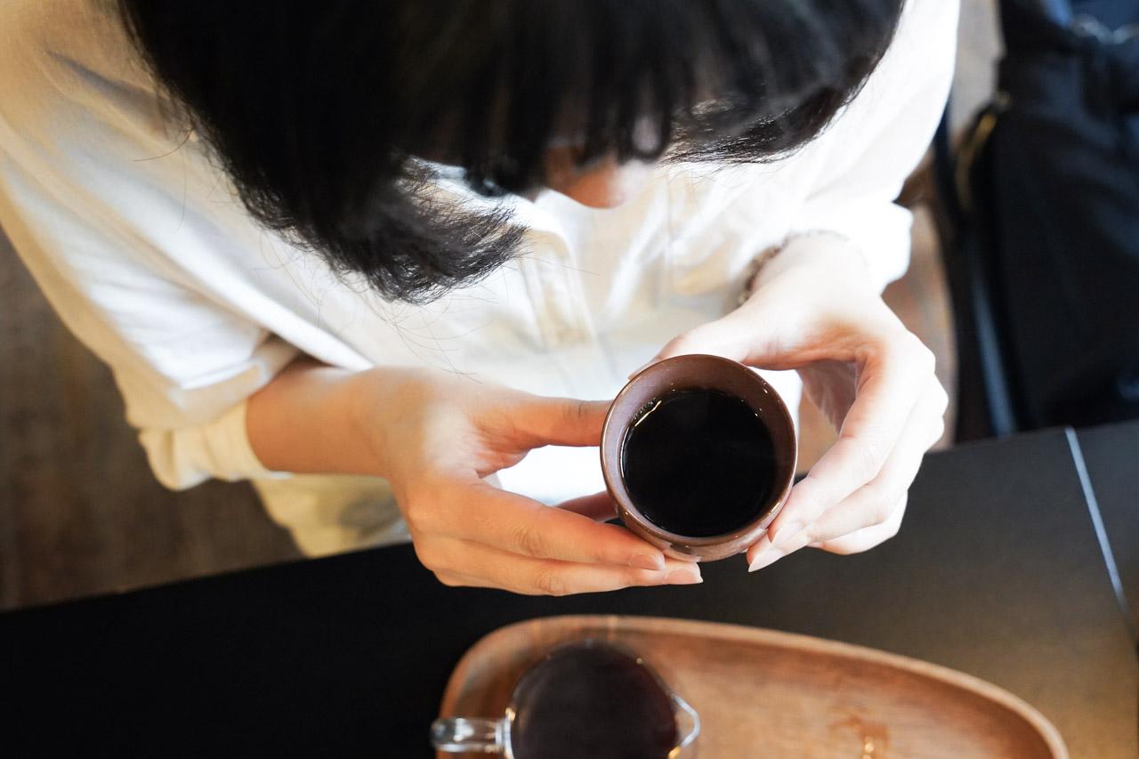 在捷運中山站旁的立裴米緹咖啡館有知名的冠軍咖啡加持,他們的單品咖啡聽說品質水準非常高,而且老闆的咖啡豆還供應給很多咖啡館使用,除了咖啡外還有網路上大家很推薦的麻糬鬆餅甜點,今天特地來嚐嚐看是不是真的那麼厲害!