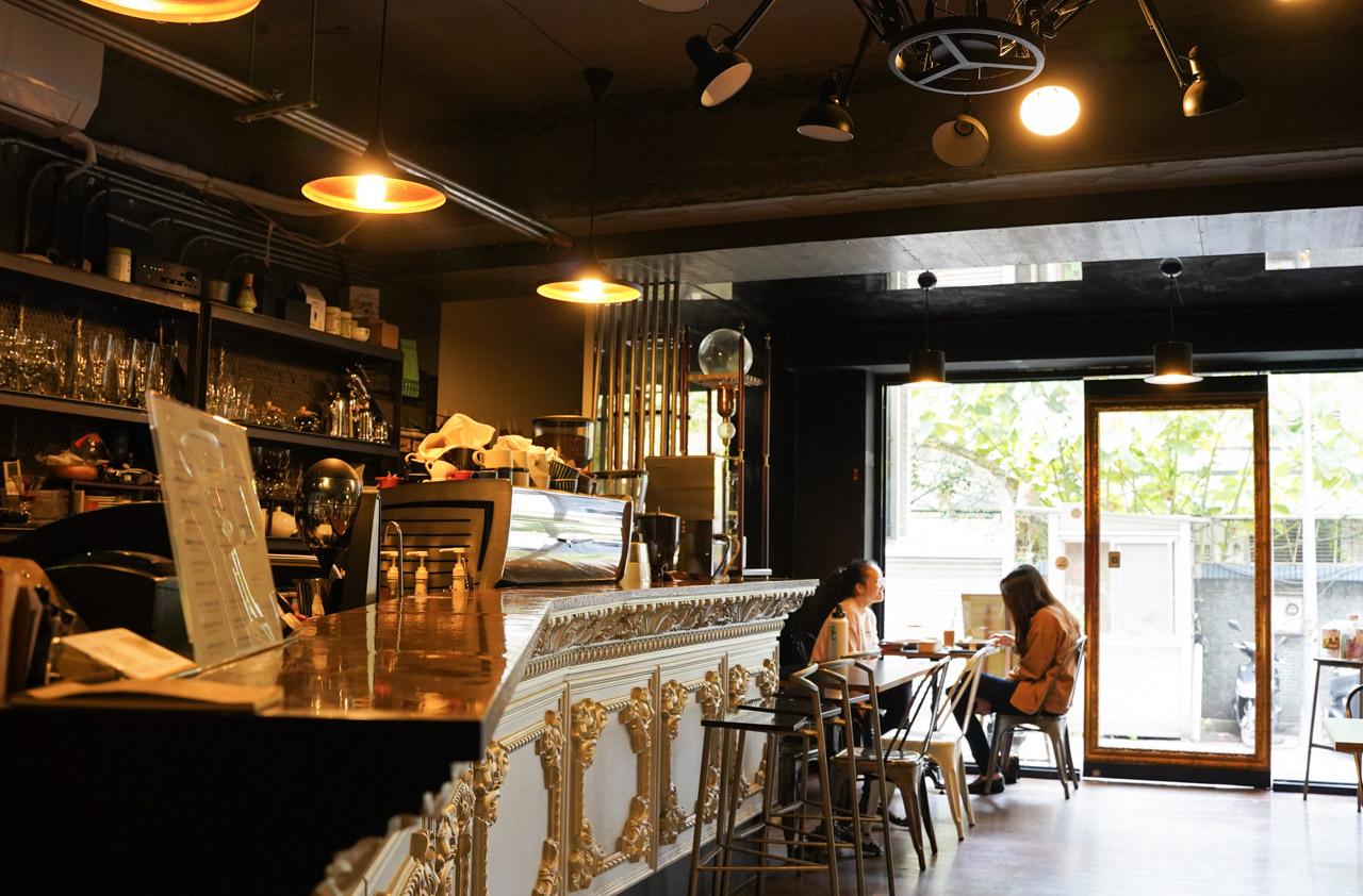 立裴米緹咖啡館04