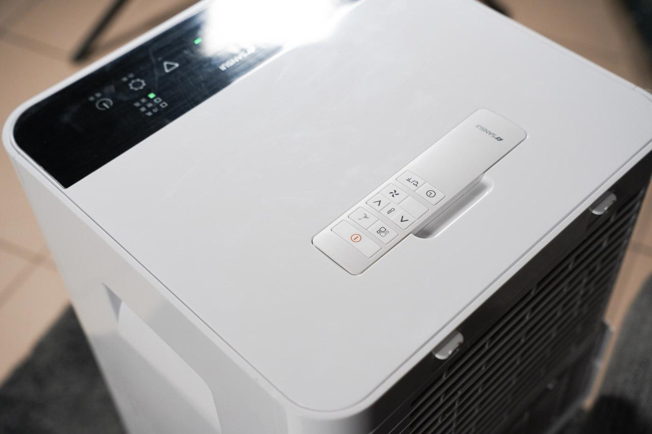 山水 WIFI智能清淨除濕移動式空調SWA-7900一台機器就包含了冷氣、清淨、除濕、送風、乾衣,五大超好用的功能組合,不用擔心空間的問題,還能夠利用機器本身的移動輪子,輕鬆移動到室內每個角落,解決了我們很多煩惱。