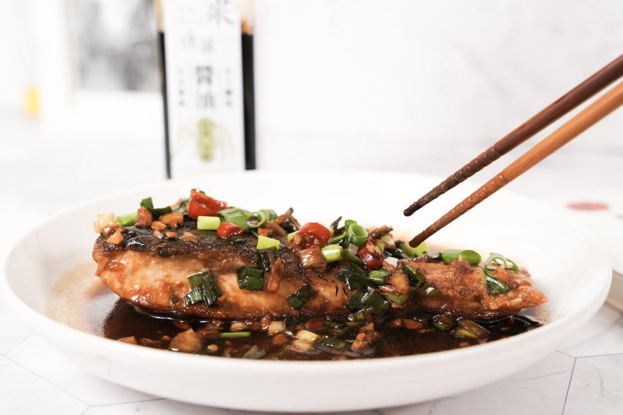 今天要開箱分享的是在花蓮很有名的新味醬油,堅持日式傳統醬油釀造,這是花蓮許多新舊老店、知名餐廳、飯店,均是「新味醬油」的長期客戶,對熱愛各式醬料的我來說可是非常期待傳統手工製醬技術的醬油所煮出來的料理美食。