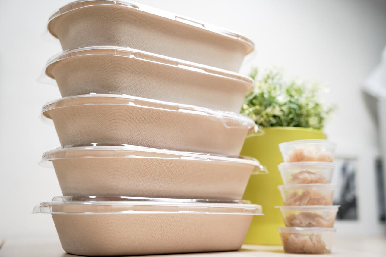 新店區捷運新店區公所站附近的餐廳Eat Enjoy 意享美式廚房除了外帶餐很好吃,他另外推出的「義大利麵冷藏餐盒」,新店宅配美食推薦就是它了,將準備好的半成品義大利麵 DIY 自己動手做,把料理後續的工序完成,味道吃起來幾乎跟在店裡一模一樣,一瞬間會以為自己廚藝有變好的錯覺,一次推出5種口味,每一種都好好吃。