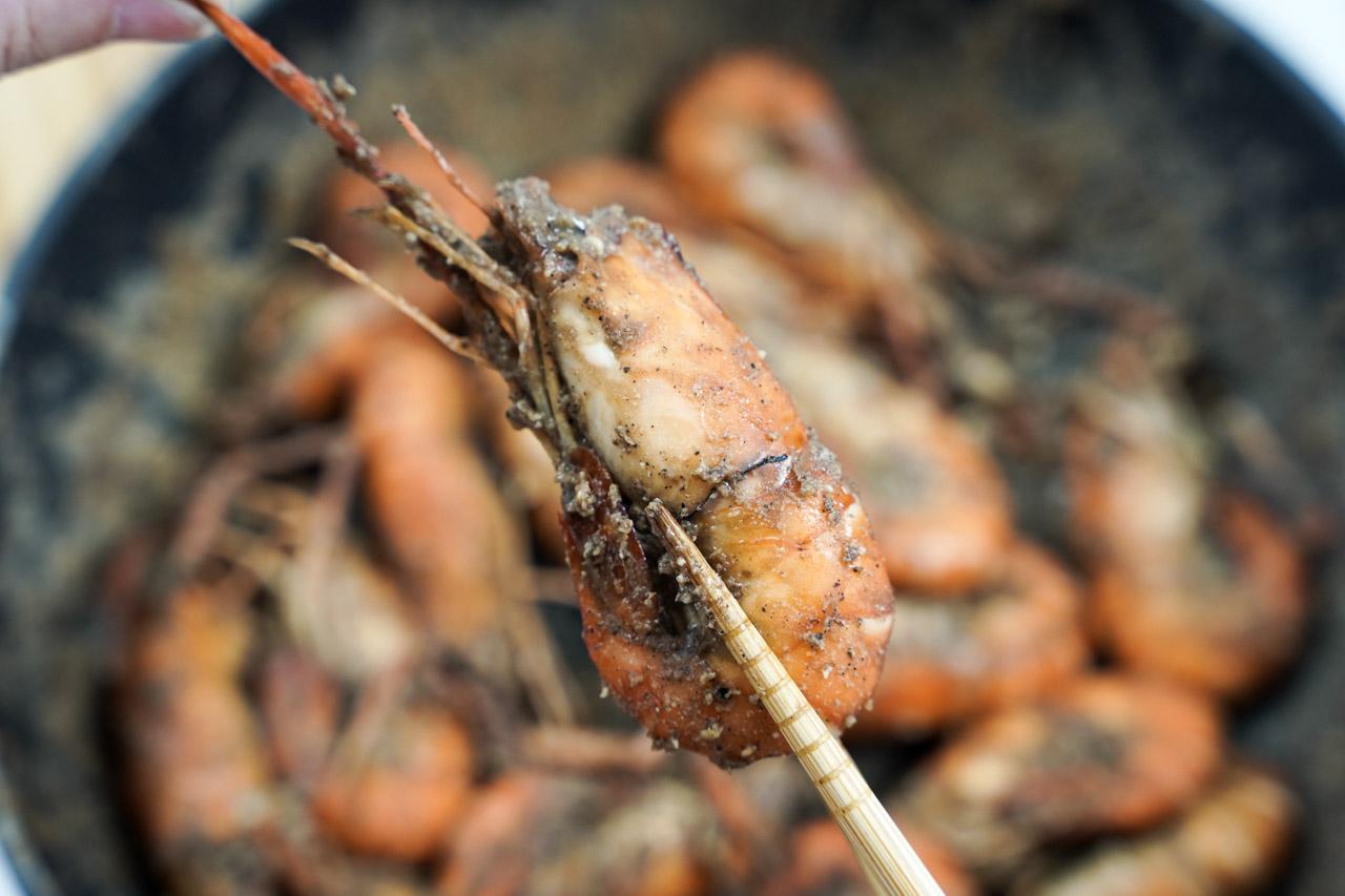 跟我熟悉的朋友都知道我愛吃各種蝦料理,唯獨對大頭泰國蝦總是有種吃不到甚麼肉的感覺,這次朋友推薦這款段泰國蝦可讓我開了眼界,吃起來肉質新鮮Q彈,整隻大蝦又飽嘴吃起來超過癮。