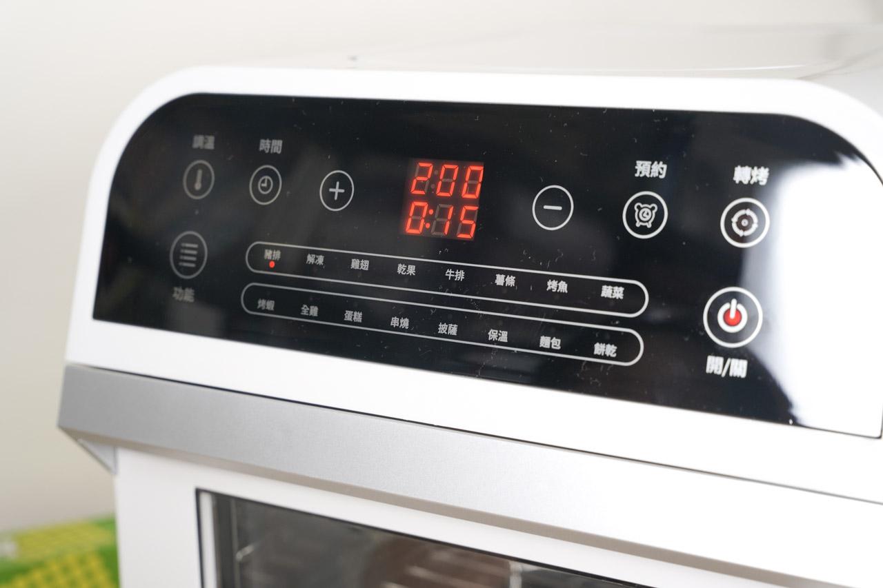 山水氣炸烤箱 SAF-553W 真的很好用,一機抵多機,12L 大容量剛剛好的尺寸料理起來很輕鬆,真的超適合我這種愛吃炸物又很懶的人,以廚房小家電來說真的非常推薦每個跟我一樣懶惰的人都需要有一台氣炸烤箱!
