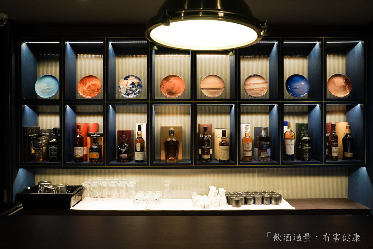 湯姆大調餐酒館 Major Tom 是一間用英倫風展現出居酒屋的餐酒館,提供精緻美味的下酒菜料理、精選威士忌酒、YEBISU 惠比壽生啤酒,位於台北東區忠孝復興捷運站附近。