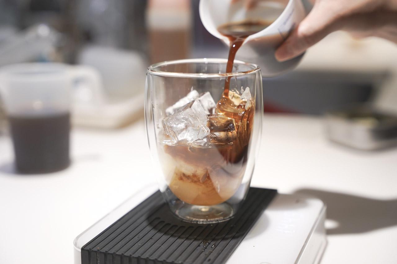 Piccolo Angolo 角落咖啡館在熱鬧的松江南京捷運附近,很適合放鬆心情喝杯咖啡,在這邊可以喝到莊園精品咖啡,也能品嘗美味的輕食餐點,每天還提供5款不同風味冰滴咖啡可做選擇,自製甜點當然也不容錯過。
