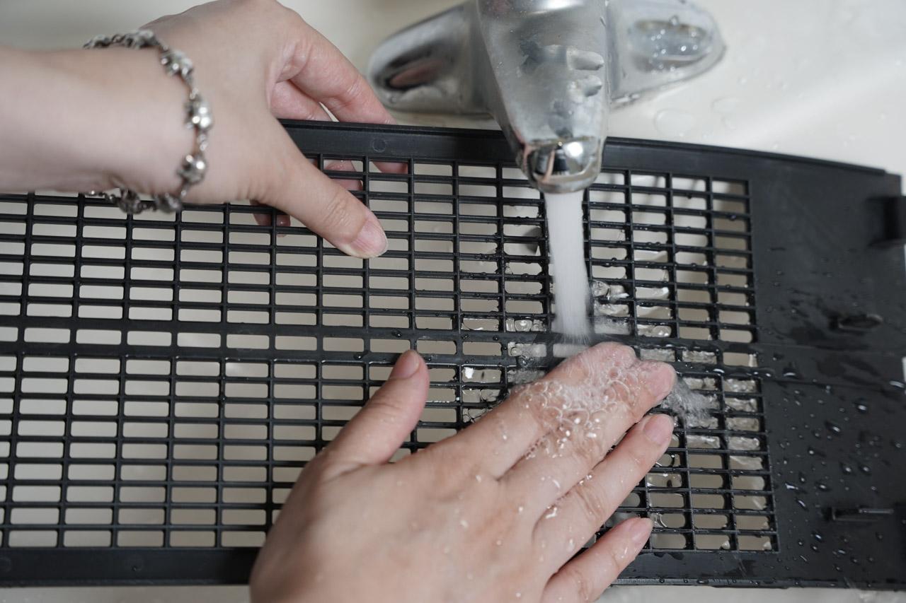 這台 CASR3.65 靜電集塵 1級節能空氣清淨機 FAP-8282HE 是美國百年品牌FRIGIDAIRE(富及第)推出的家用智慧型免耗材空氣清淨機,機器本身節能又省電,主要就是免耗材,強調靜電集塵器可水洗,搭配雙重過濾系統,可以釋放負離子中和沉落汙染物,可以說是一台C/P值很高的空氣清淨機。