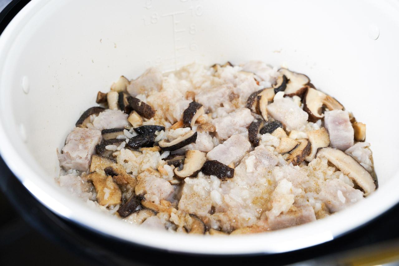 智能萬用鍋料理.香菇芋頭粥料理01
