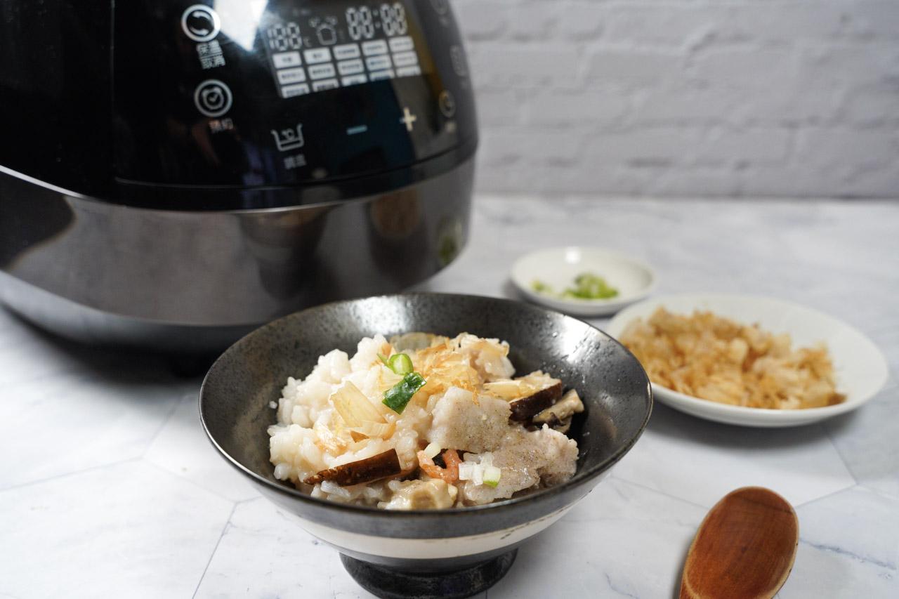 智能萬用鍋料理.香菇芋頭粥料理02